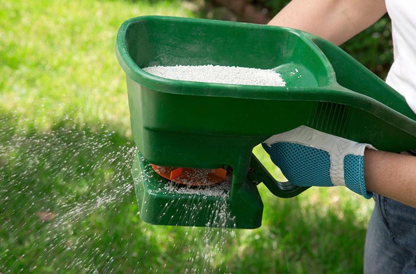 ابزار کودپاش باغبانی